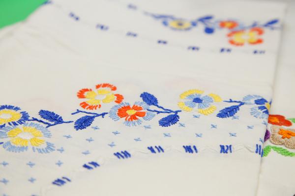 東欧の手刺繍のテーブルクロス