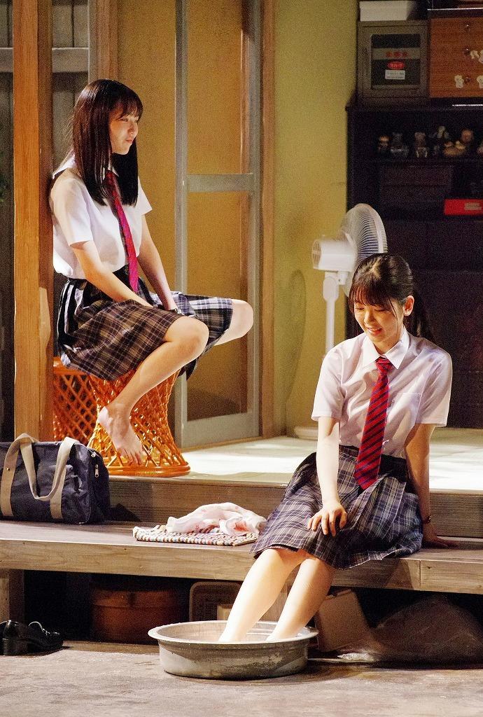 (右から)筒井あやめ、秋田汐梨  撮影:御堂義乘