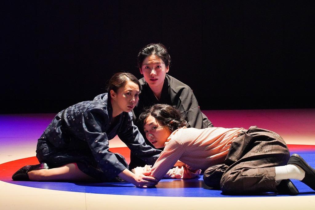『外地の三人姉妹』 撮影:宮川舞子