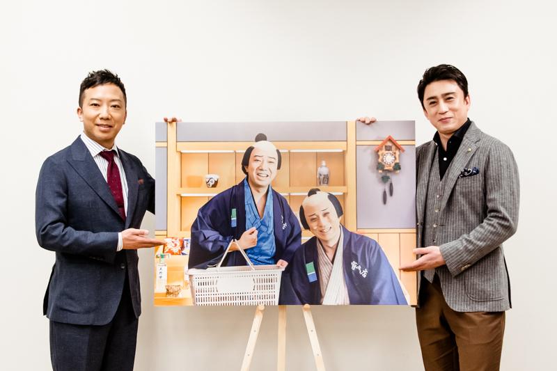 (左から)市川猿之助と(パネル内、喜多さんと弥次さんと)松本幸四郎