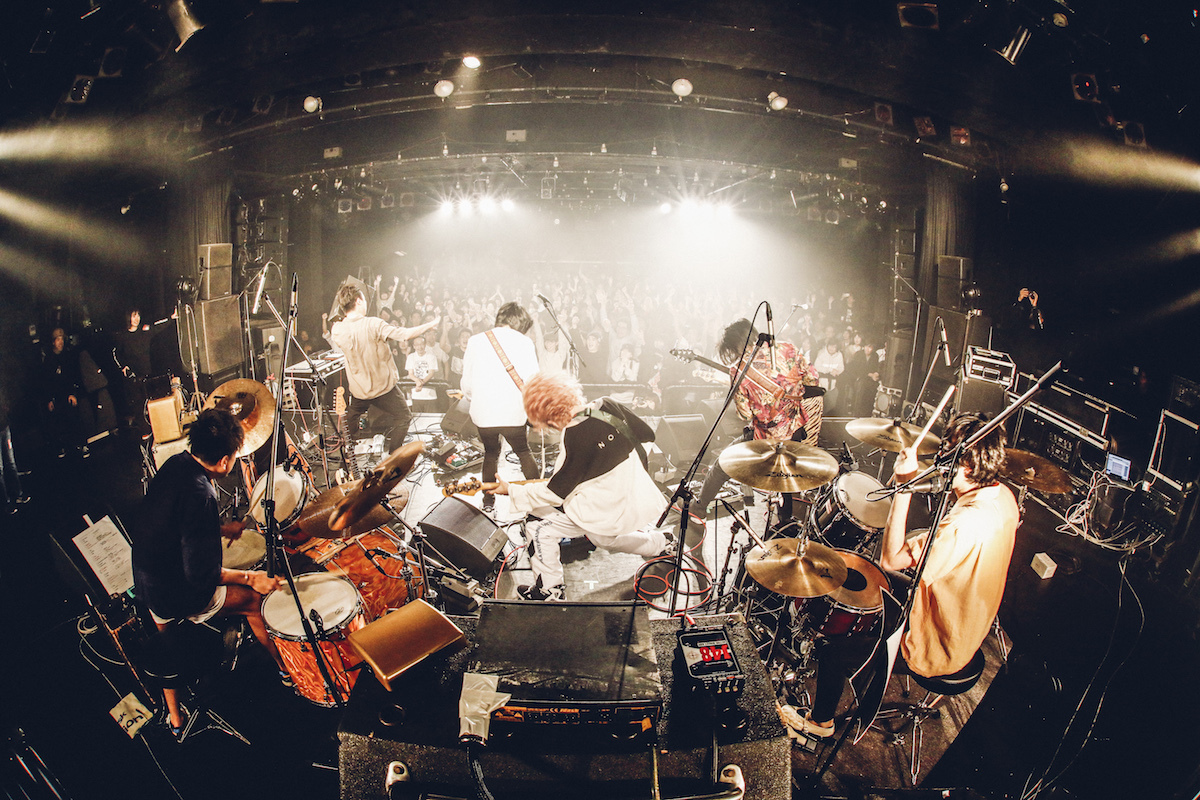 MASS OF THE FERMENTING DREGS × SuiseiNoboAz  撮影=西槇太一