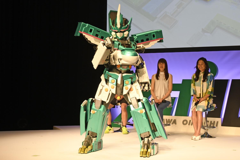 新幹線をモチーフにしたテレビアニメキャラクター・シンカリオンも会場を盛り上げた