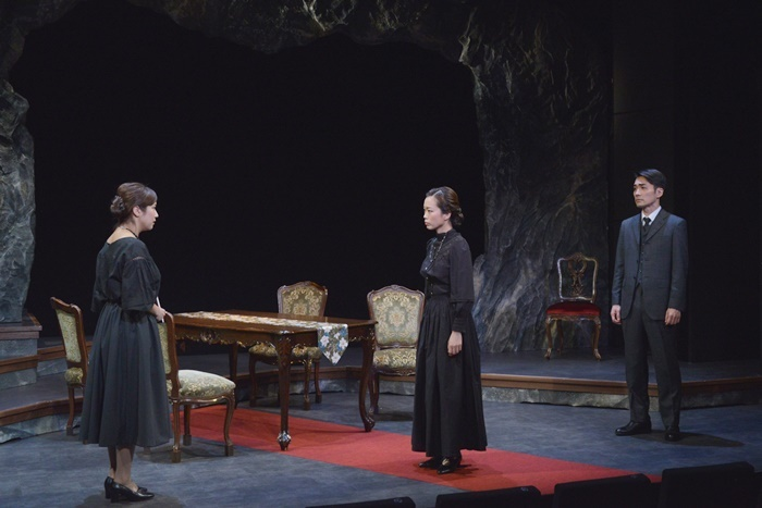 古川健(劇団チョコレートケーキ)脚本・高橋正徳(文学座)演出で上演した、第三回公演『愛する母、マリの肖像』(2020年)。 [撮影]ノザワトシアキ