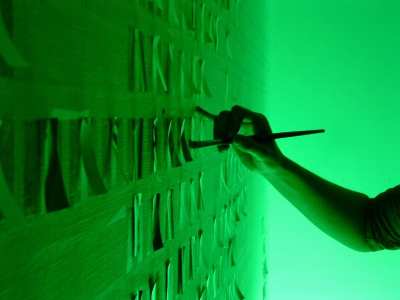 豊嶋康子《色調補正-1》(公開制作、府中市美術館)2005年[参考 図版]