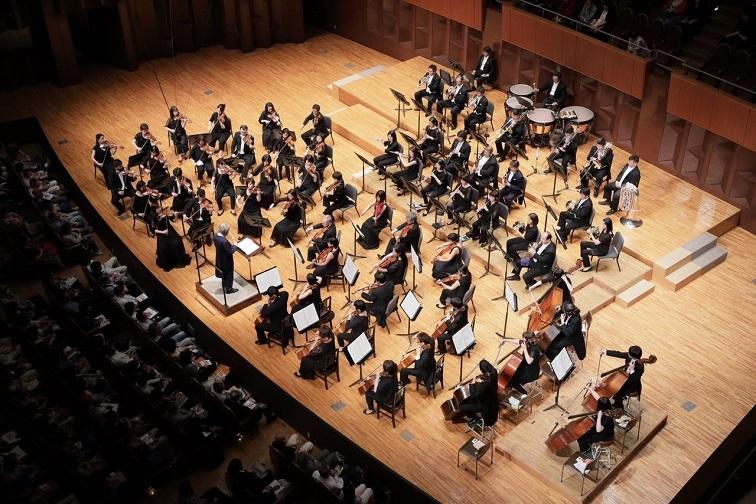 当時の音楽監督 児玉宏の指揮で、ブルックナー交響曲全曲演奏を完遂した大阪交響楽団 (C)飯島隆