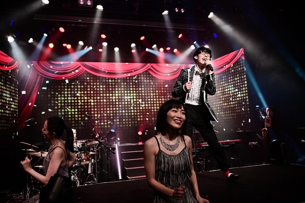 オーイシマサヨシ、オンラインワンマンライブ『世界が君を必要とする時が来たんだ』 撮影=大参久人