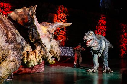 """大集合した巨大恐竜たちの写真撮影が可能に! 『世界一受けたい授業 THE LIVE』""""スペシャルアンコール""""の実施が決定"""