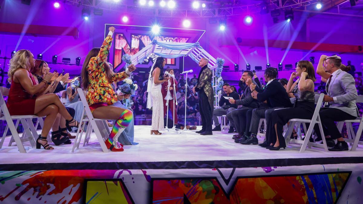 NXTのリング上で行われたデクスター・ルミス&インディ・ハートウェルの結婚式 (c)2021 WWE, Inc. All Rights Reserved