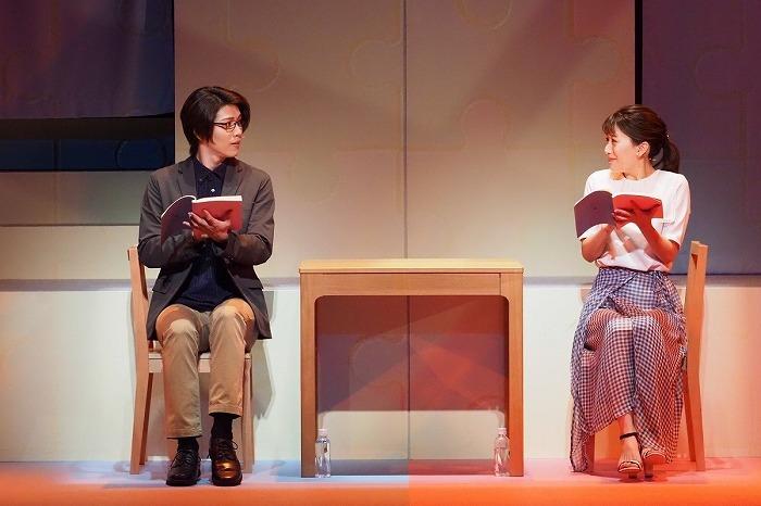 朗読劇『逃げるは恥だが役に立つ』(左:立石俊樹 右:花乃まりあ)  写真提供:東宝演劇部