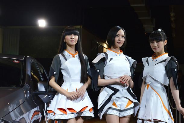 「Next Stage with YOU」記者発表会に登壇したPerfume。