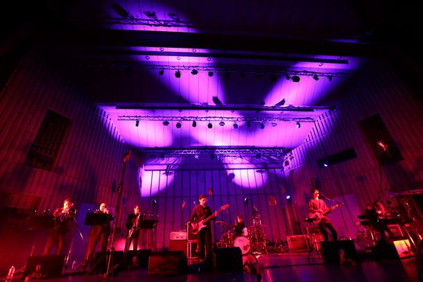 10月31日に東京・日比谷野外大音楽堂にて開催されたワンマンライブ「plenty 2015年 秋 ワンマンライブ」の様子。