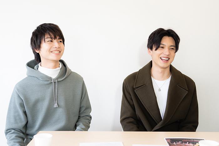 (左から)多和田任益、荒井敦史