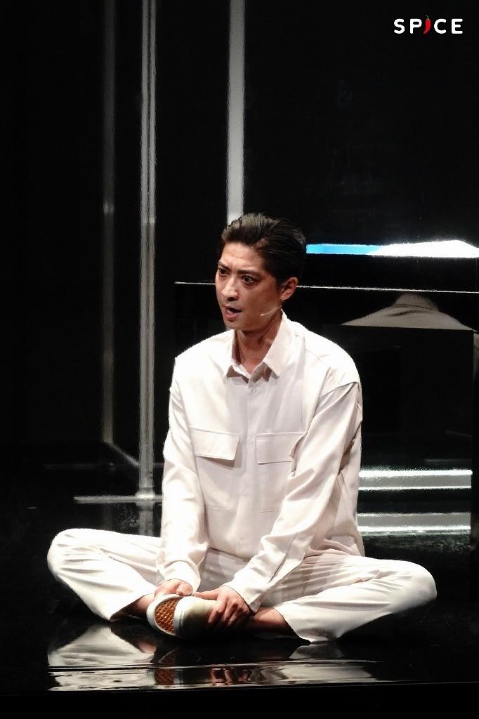 舞台『YARNS』ゲネプロより 鈴木裕樹 撮影:岩田えり
