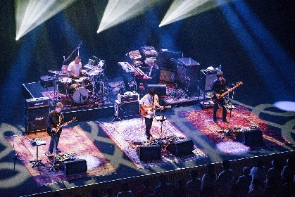 GRAPEVINE 新境地と円熟、生粋のライブバンドならではの熱狂も印象づけたツアー東京公演をレポート