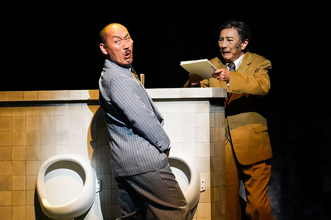(左から)山西惇 市村正親 提供:ホリプロ 2018年10月ミュージカル『生きる』(TBS赤坂ACTシアター)撮影:引地信彦