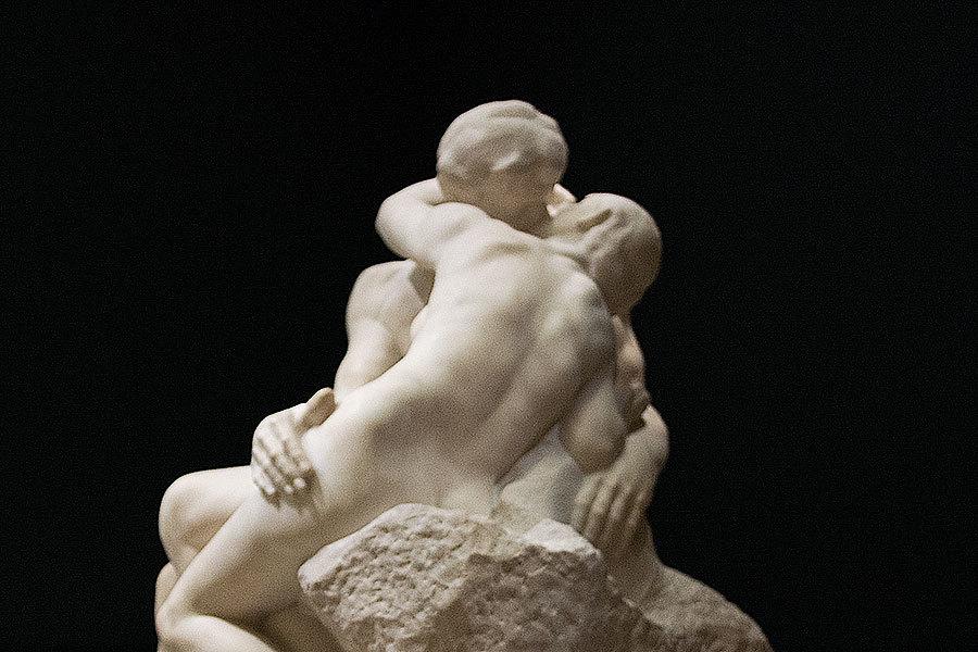 一般公開期間中も、この1点は撮影が許可されている。オーギュスト・ロダン『接吻』1901-4年
