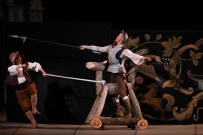 『ドン・キホーテ』では萌木の村の木馬も登場