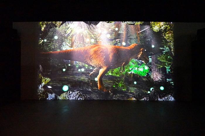 『恐竜展2021』大型映像 (C)NAKED,INC.