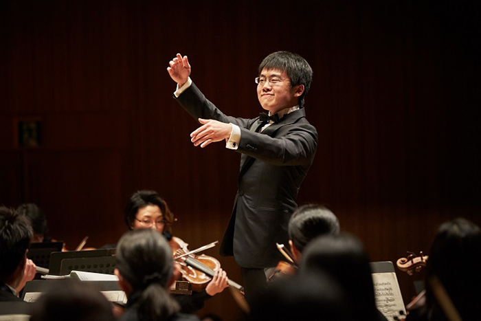 オーケストラから瑞々しい音楽を引き出す、正指揮者 太田弦 (C)Takafumi Ueno