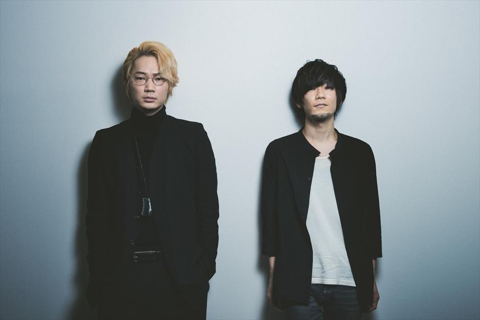 綾野剛(写真・左)/ TK(写真・右)  Photo by 河本悠貴