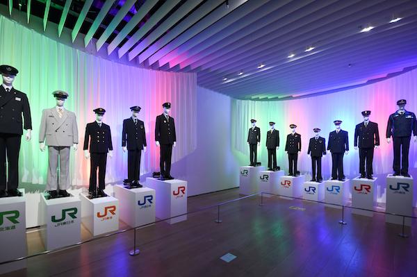 中川家礼二が感動したJR7社の制服展示