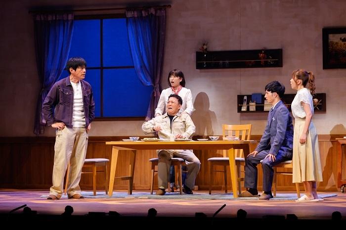 (左から)博多華丸、南沢奈央、斉藤優、松岡裕哉、大場美奈