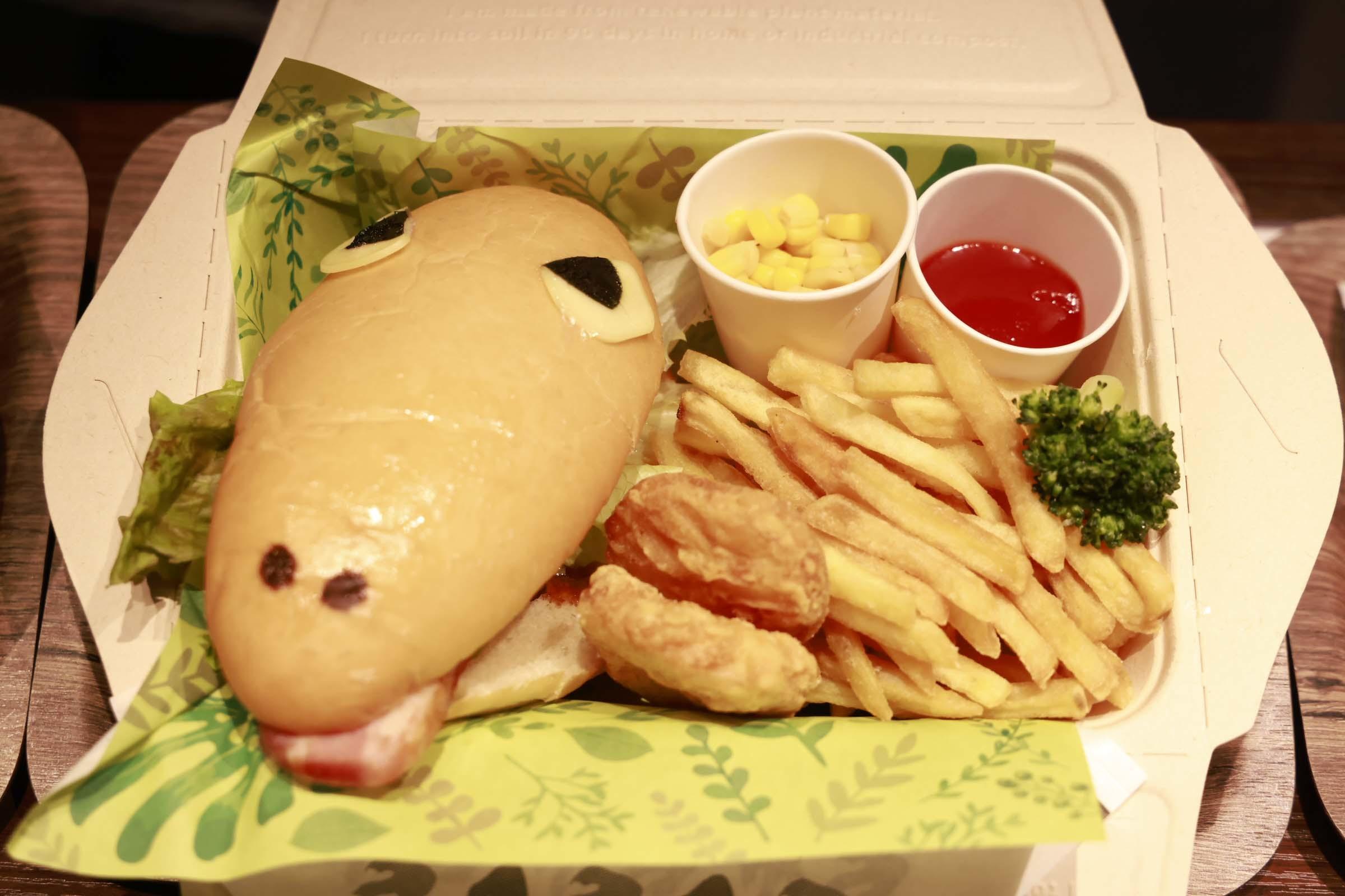 恐竜の顔をイメージしたハンバーガーの「恐竜BOX」