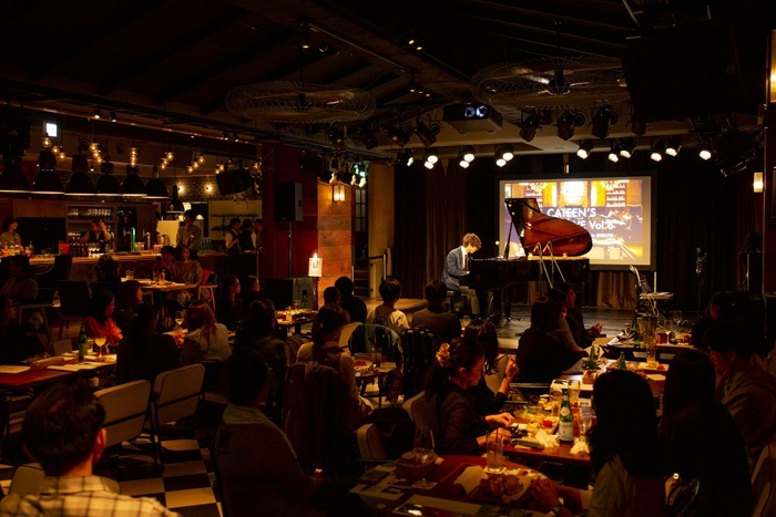eplus LIVING ROOM CAFE&DININGでのライブの様子(2019年10月19日 撮影:安西美樹)
