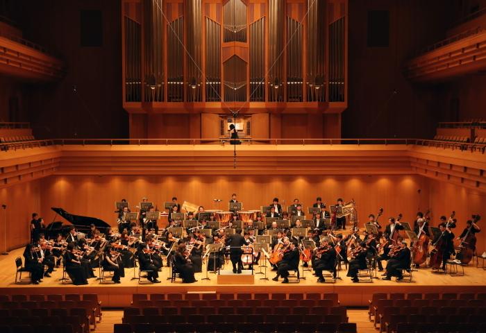 ギトリスと共演する東京交響楽団 (撮影:山口敦)