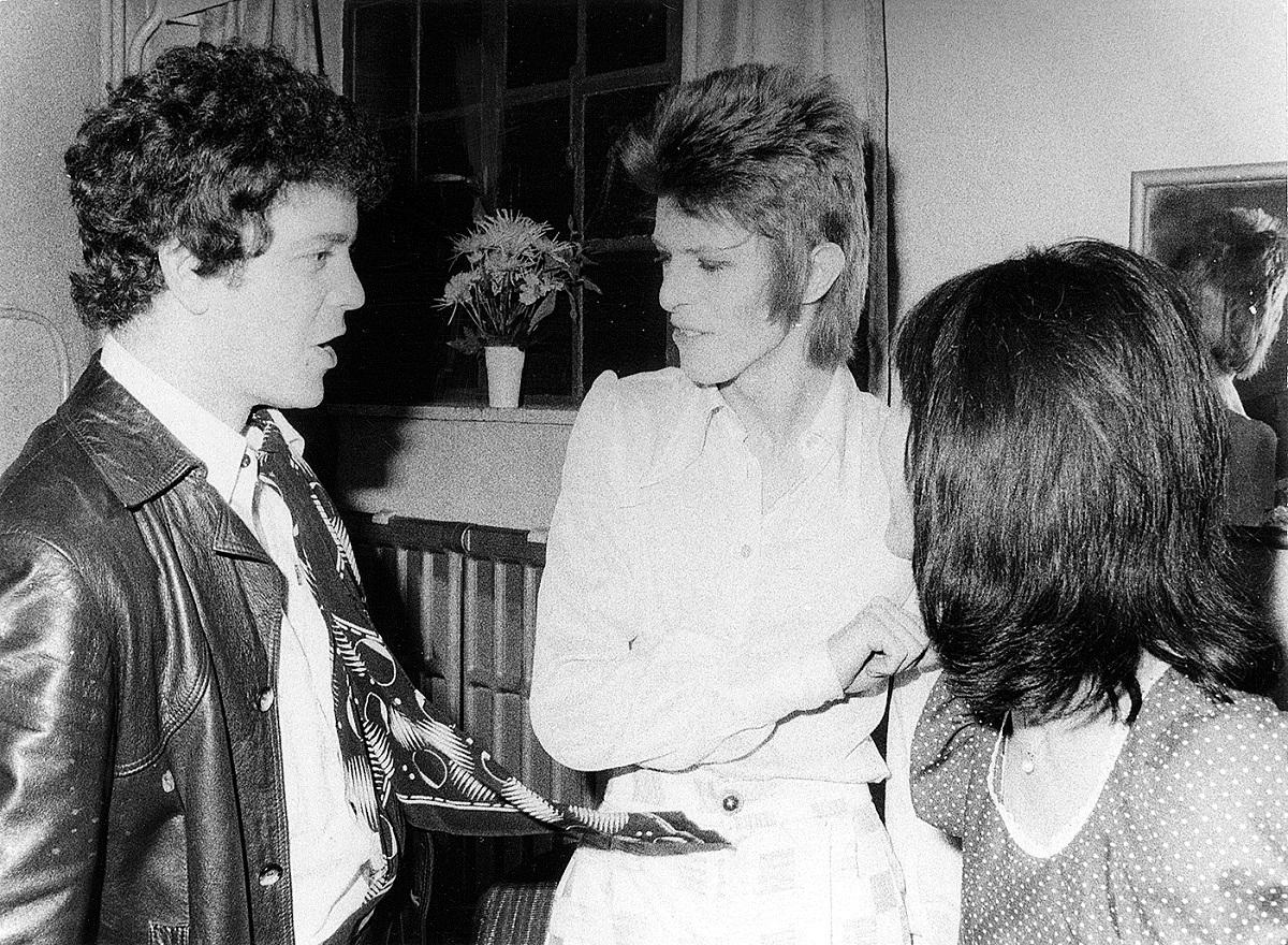 左より、ルー・リード、D・ボウイ、髙橋明子氏 1972年8月ロンドンにて撮影
