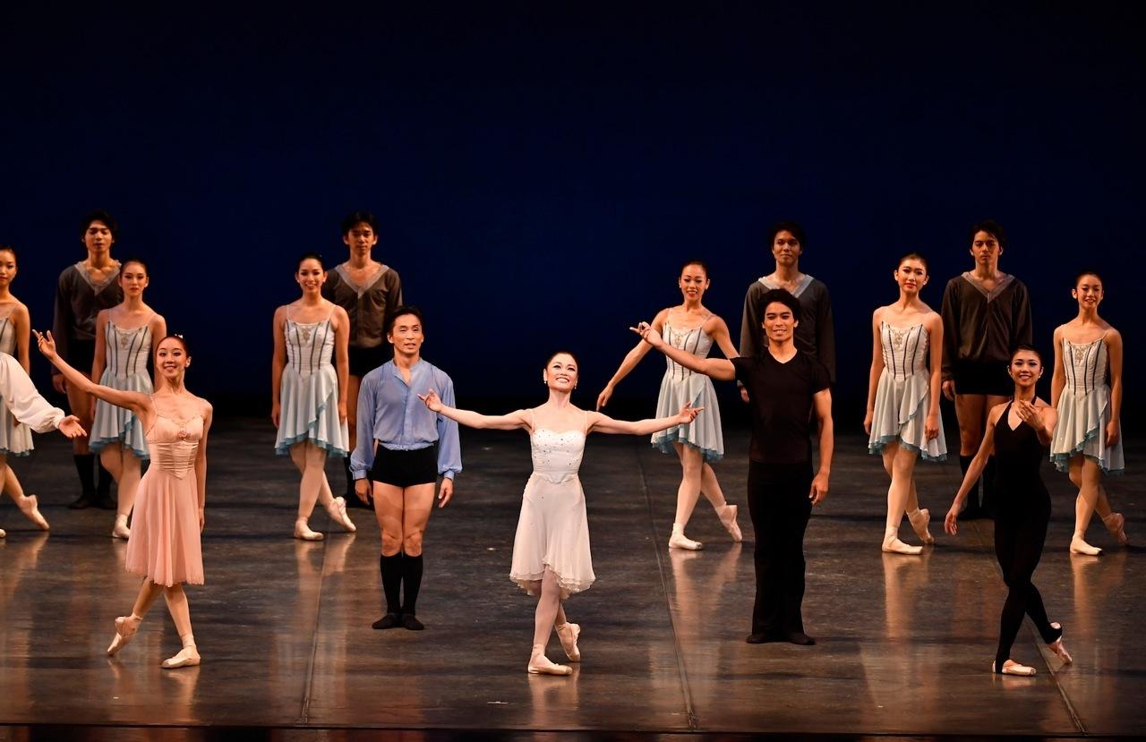2016年公演カーテンコールより  舞台写真=瀬戸秀美(吉田都×堀内元Ballet for the Future より)