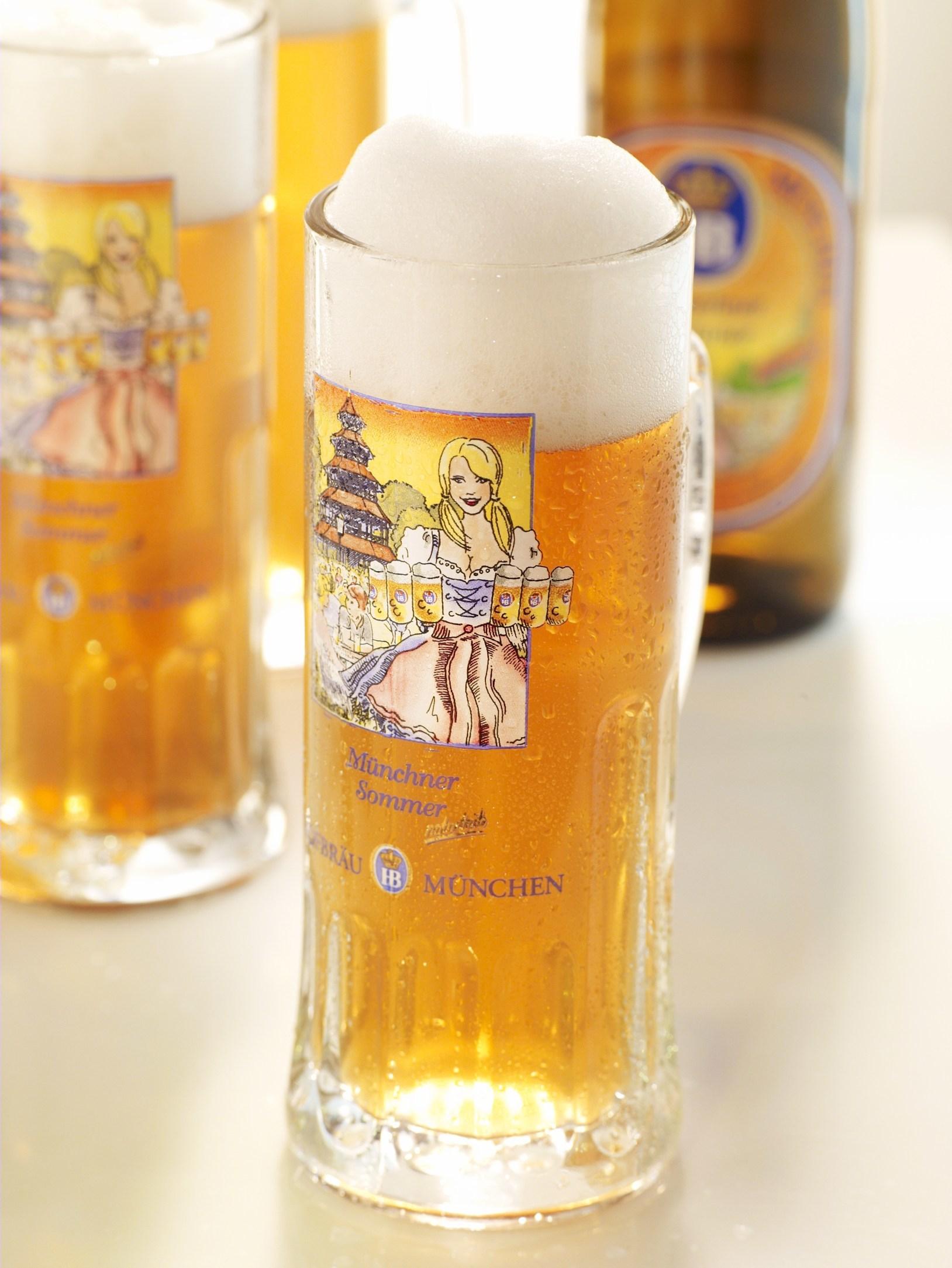 ホフブロイサマービール  本場ドイツでも年に1度の季節限定醸造で人気の高いビール。爽やかな味わい、きめ細やかな泡とオレンジ色の輝きでフルーティなアロマが特徴のラガービール。Alc. 5.1%