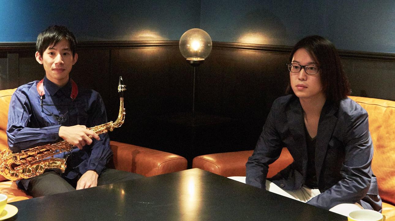インタビュー中の2人 (撮影=岩間辰徳)