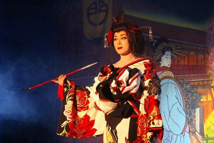 翔也の女形はコケティッシュでゴージャス!  凝った衣装でも楽しませる