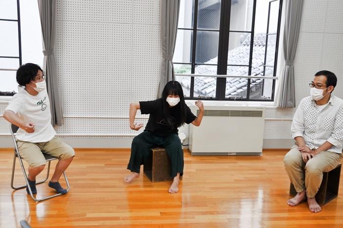 (左から)諸岡航平、藤谷理子、上田誠。