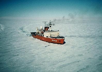 雪に埋まる建築やそり付き基地も、「南極建築」の変遷を回顧する展覧会