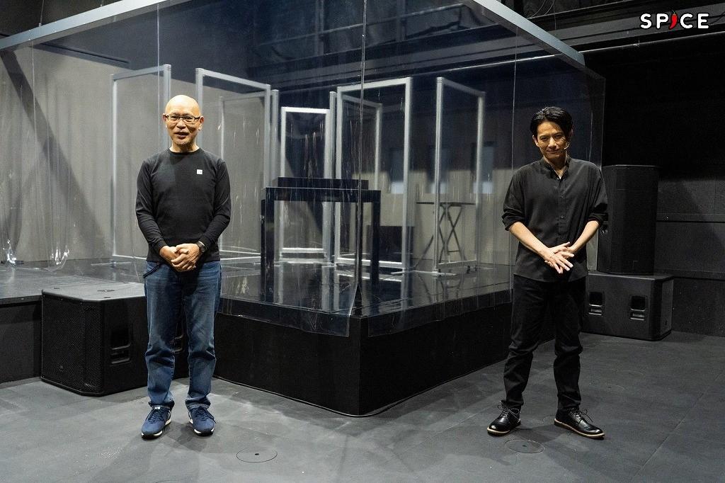 (左から)鈴木勝秀、佐藤アツヒロ 撮影:岩田えり