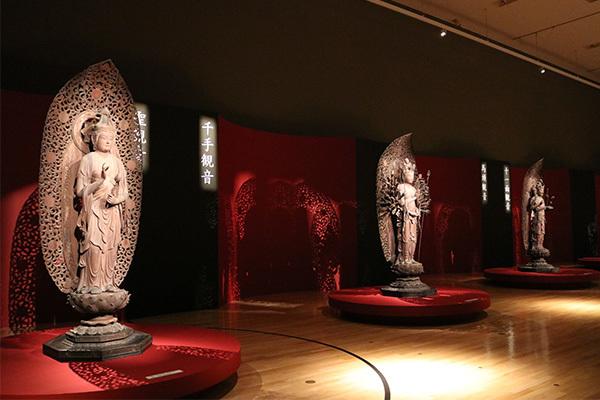 「六観音菩薩像」展示風景