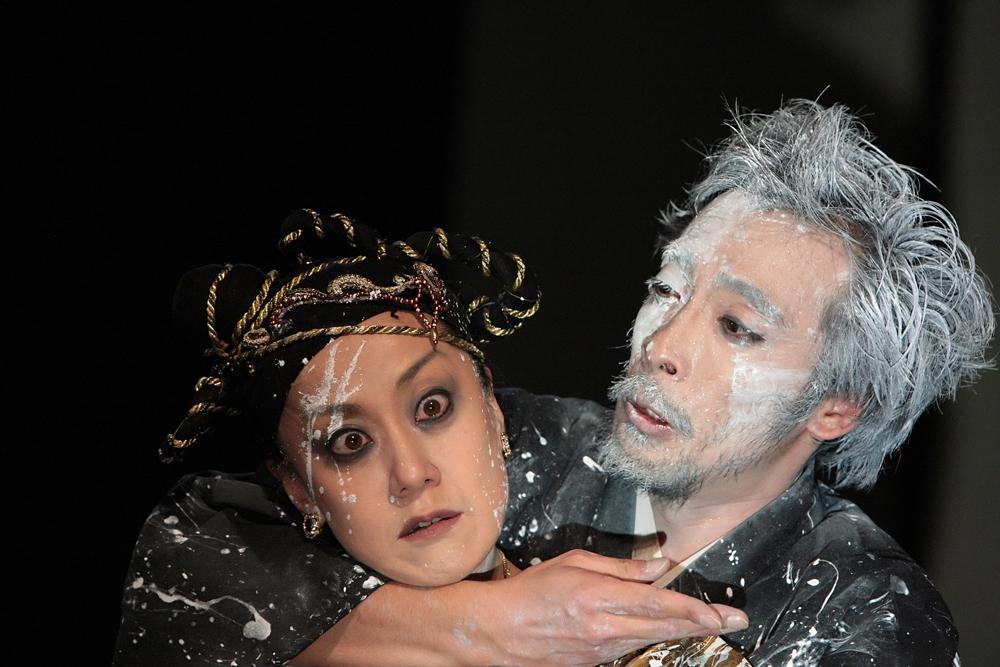 劇団山の手事情社「タイタス・アンドロニカス」 撮影:MIHAELA MARIN