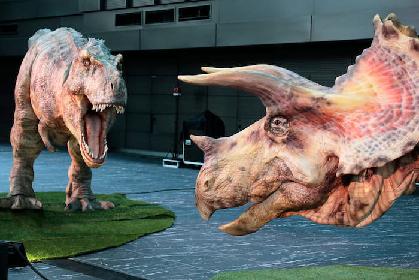 新宿に恐竜たちが出現! ちょっと噛まれてきました 『ディノアライブの恐竜たち展』開幕レポート