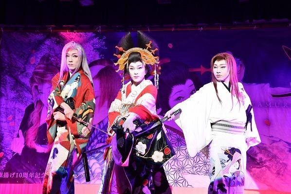 左から澤村丞弥副座長、澤村千夜座長、澤村悠介花形。