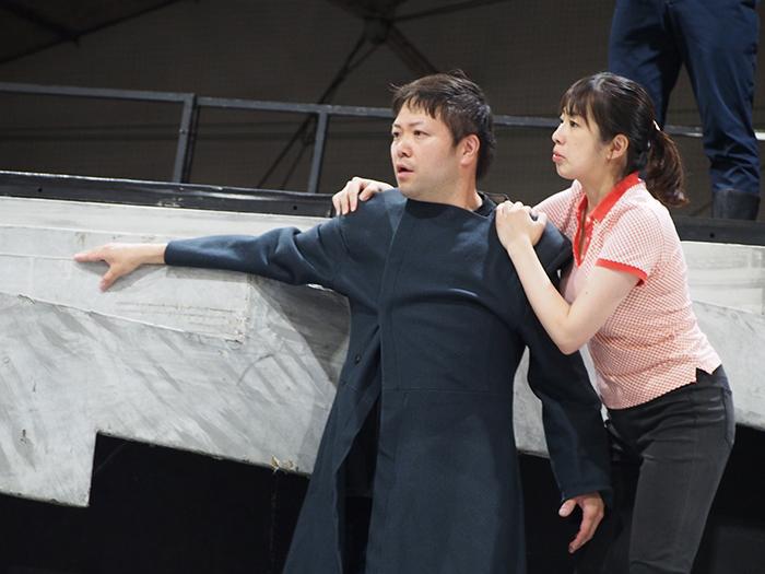 (左から)ナラボート 西岡慎介、ヘロディアスの小姓 成田伊美