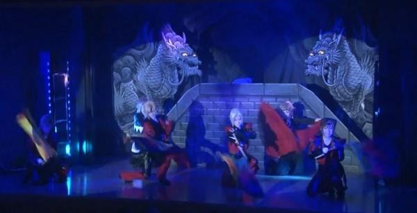 劇団天華のラストショーに登場した神殿。DVD『澤村千夜誕生日特別公演2015』より(2015/10/22)