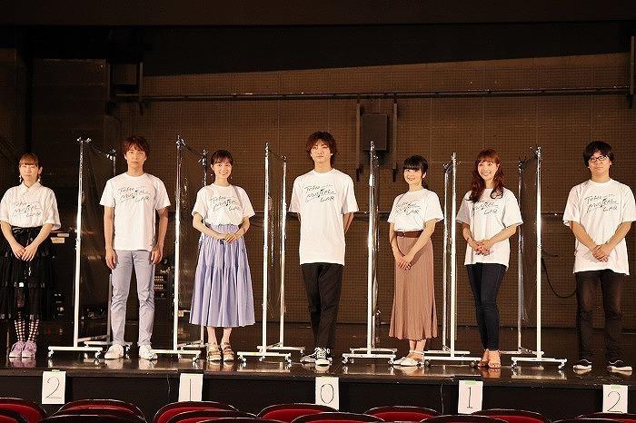 (左から)根本宗子、海宝直人、生田絵梨花、木村達成、田村芽実、妃海風、三浦直之