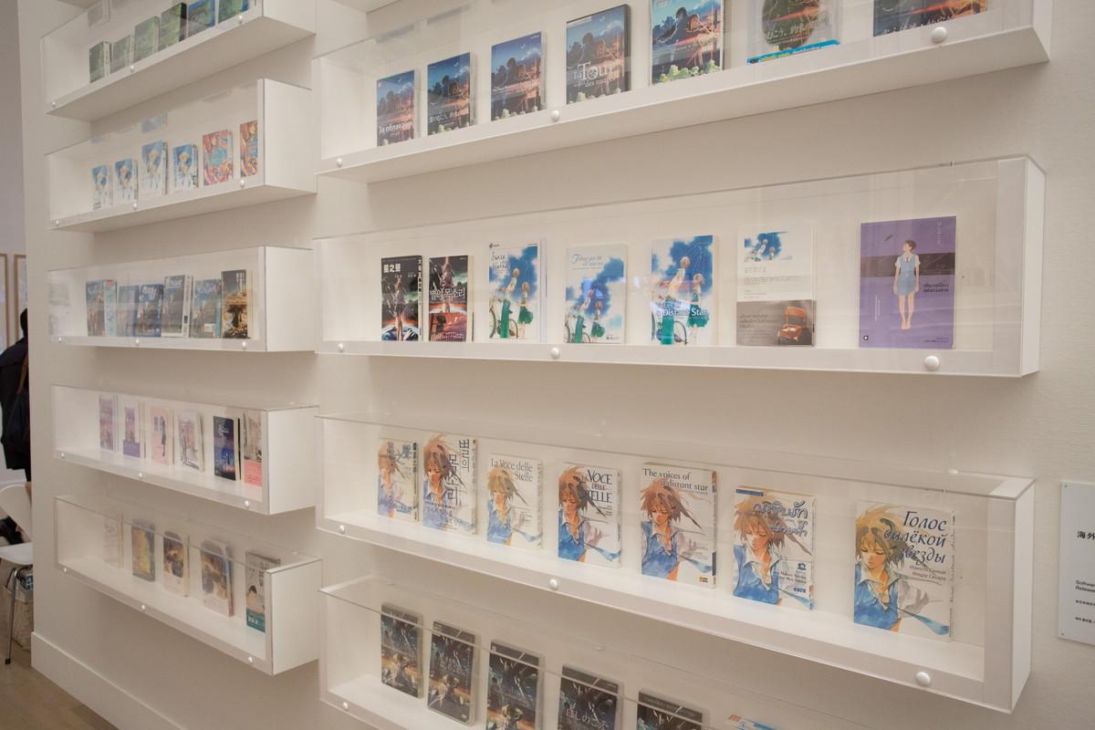 海外でも評価のたかい新海誠作品・海外で販売された物も一気に展示