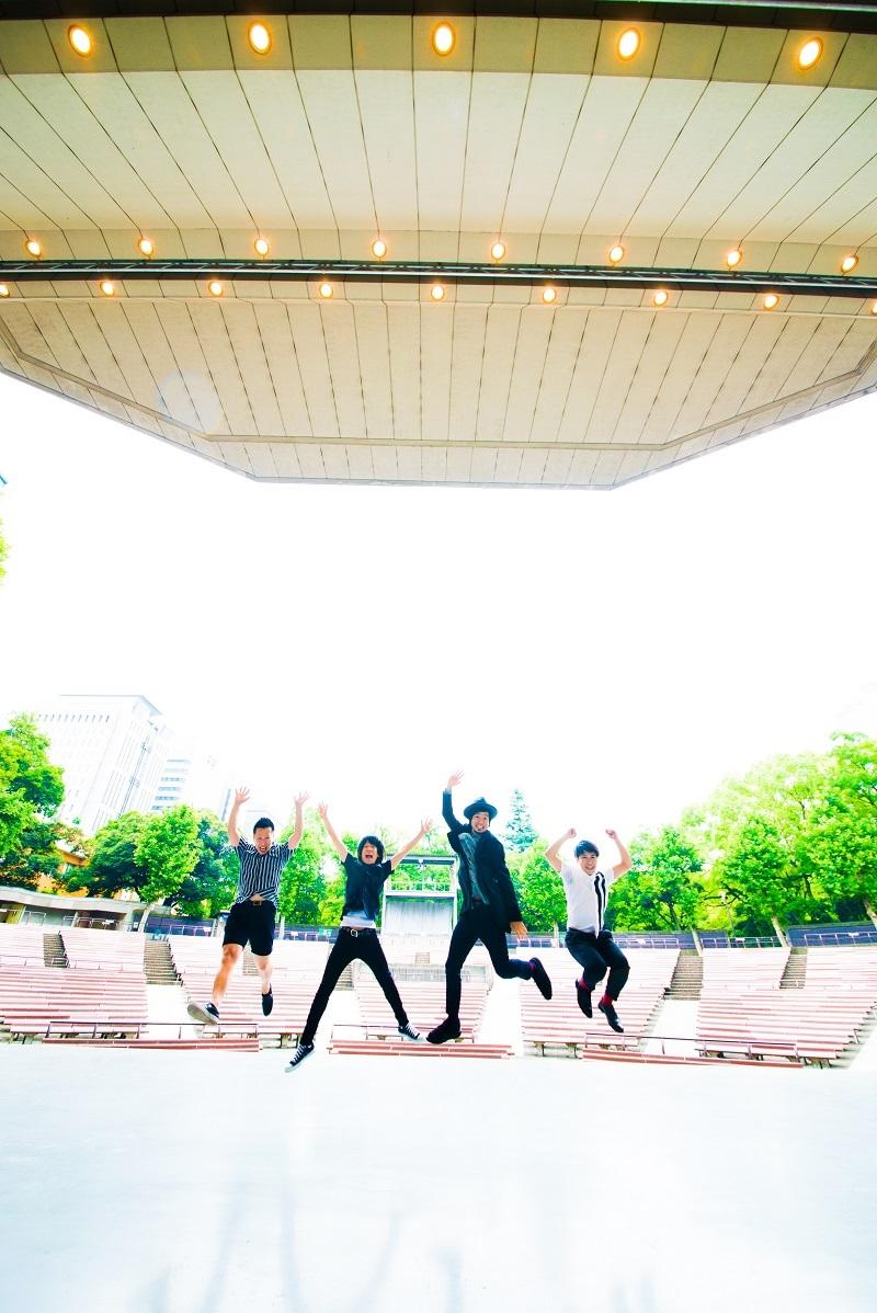 初の野音ワンマンのステージに浮かれるアラフォーバンド・THEイナズマ戦隊 (C)SMA