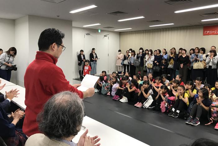 山田和也が合格者を読み上げる