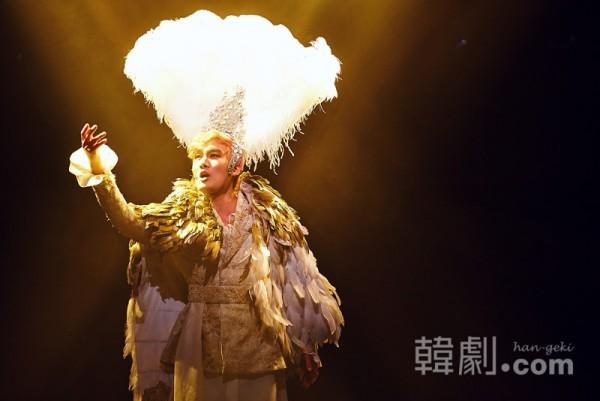『ファリネッリ』で聴かせた奇跡の声で観客を魅了 写真提供:HJカルチャー ©韓劇.com All rights reserved.