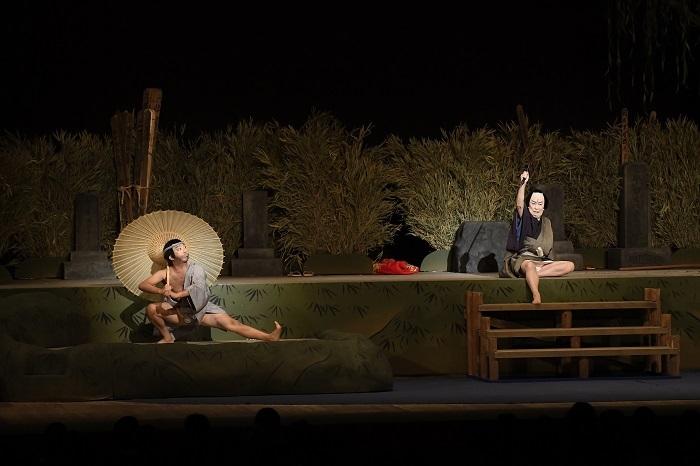 『隅田川続俤 法界坊』左から聖天町法界坊=市川猿之助、道具屋甚三=中村歌六  写真提供:松竹