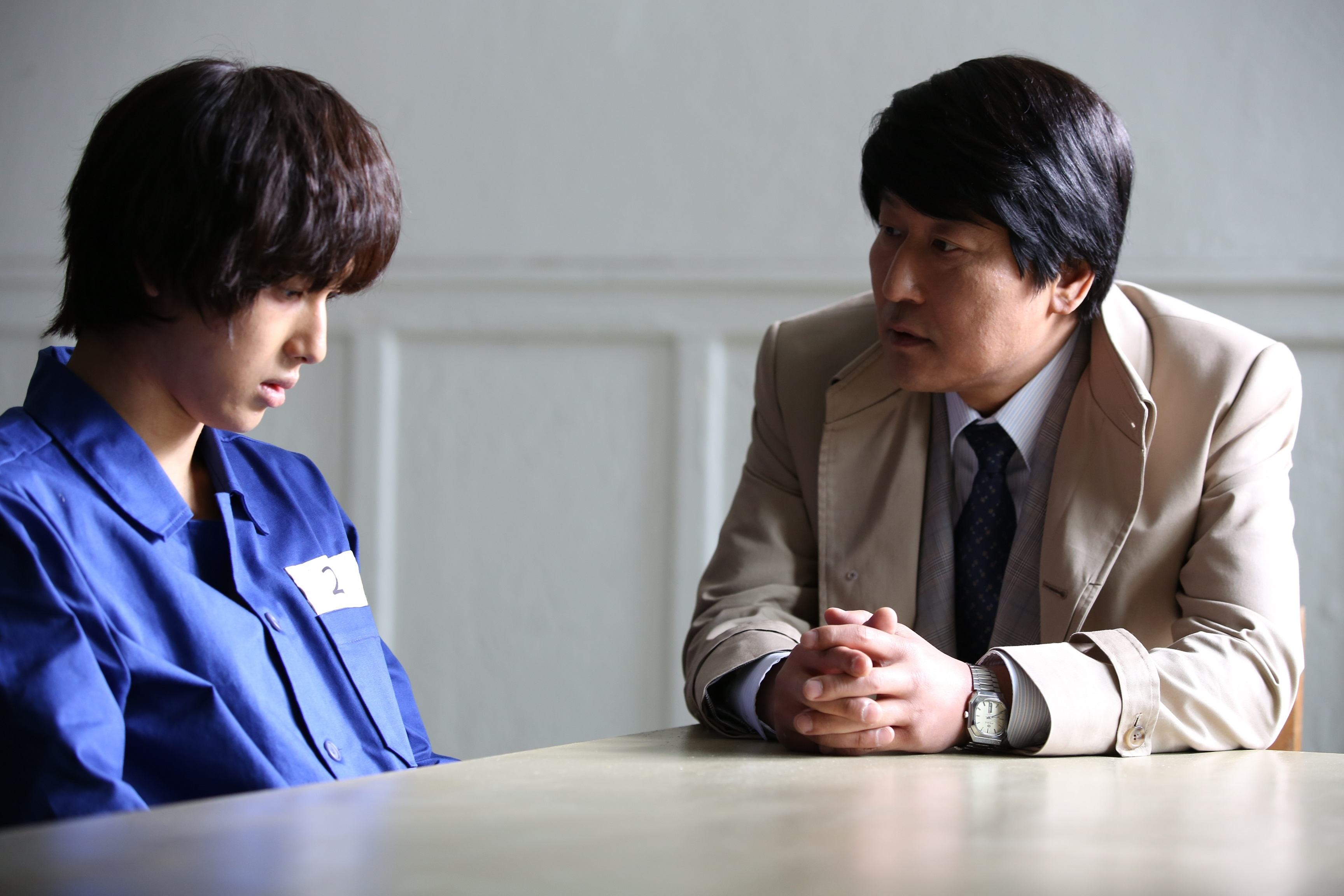 左から ZE:Aイム・シワン、ソン・ガンホ 映画『弁護人』  (C)2013 Next Entertainment World Inc. & Withus Film Co. Ltd. All Rights Reserved.